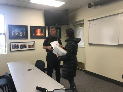 Journalism senior Annie Vainshtein discussing reports of the fire with San Luis Obispo Fire Chief Garret Olson.